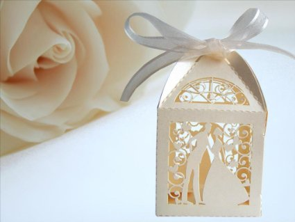 ivory-couple-fovour-boxes
